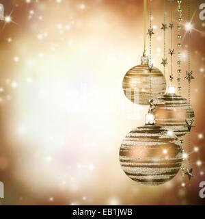 Thema Weihnachten mit Glaskugeln und Freiraum für text - Stockfoto