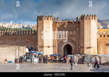 Tor der alten Medina von Fes. 2. Dezember 2008 in Fez, Marokko, Afrika - Stockfoto