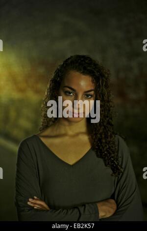 Porträt von eine 24 Jahre alte Mischlinge Amerikanerin im Central Park. - Stockfoto