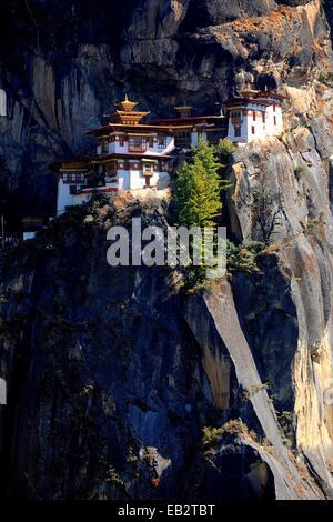 """Kloster und Tempel der Taktshang-Lhakang, auch genannt die """"Tiger Höhle"""" Paro-Tal, Paro District, Bhutan"""