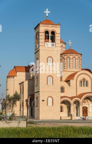 Kirche im Dorf Erimi in Südzypern, eine Insel im Mittelmeer. - Stockfoto
