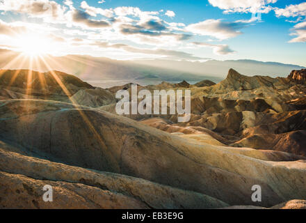 Zabriskie Point Trail bei Sonnenuntergang, Death Valley National Park, Inyo County, Kalifornien, USA - Stockfoto