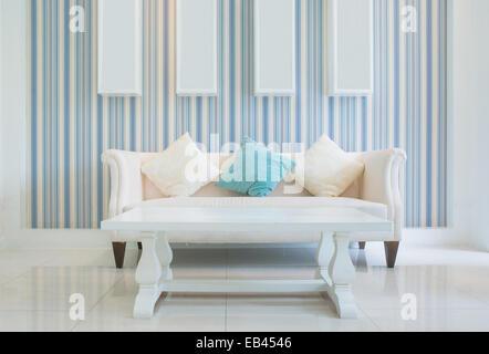 Classic Vintage Stil Möbel Set In Einem Wohnzimmer   Stockfoto