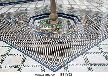 Fliesenboden im 19. Jahrhundert Bahia Palast in Marrakesch. - Stockfoto