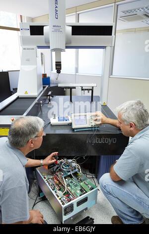 Das SAT Team Kalibrierung dreidimensionale Maschine Kalibrierung CMM koordinieren messen Maschine Innovative Messtechnik - Stockfoto