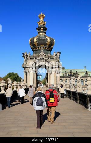 Haupttor Eingang Krone, Zwinger Palast, Dresden, Sachsen, Deutschland, Europa - Stockfoto