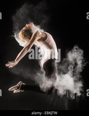 Studioaufnahme der Tänzerin - Stockfoto