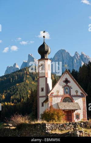 St. Johannes-Kapelle am Ranuihof, Barock, Geisler Geisler Gruppe, Naturpark Puez, Dolomiten, Funes, auch Tal - Stockfoto