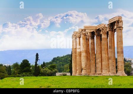 Schöne Aussicht auf Zeus-Tempel in Athen, Griechenland - Stockfoto