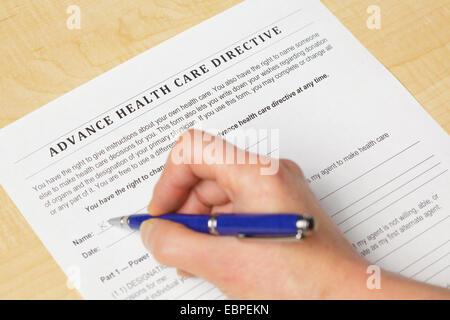 Unterzeichnung einer Patientenverfügung Health Care - Stockfoto