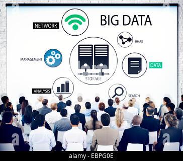 Verschiedene Business-Leute in einem Seminar über Big Data - Stockfoto