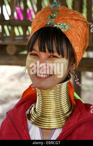 Porträt einer jungen Kayan Lahwi Frau, Thailand, Mae Hong Son