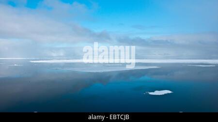 Nebel und Packeis, Norwegen, Svalbard - Stockfoto