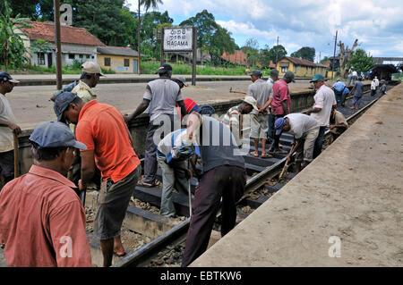 Maintenace auf Schienen in der Nähe von Railway Station, Sri Lanka, ragama - Stockfoto