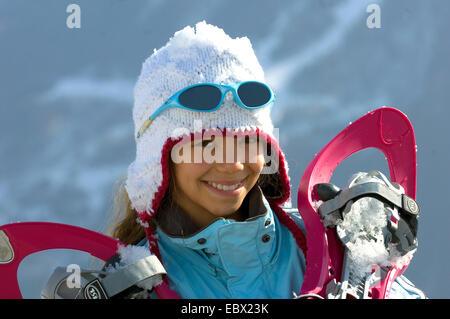 Teen mit Schneeschuhen, Frankreich - Stockfoto