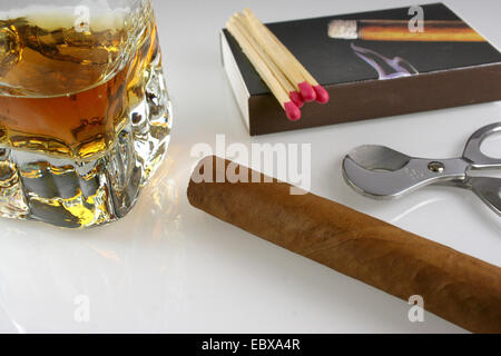 Semiluxury Nahrung, Cognac, Cigarre, Cigar cutter - Stockfoto