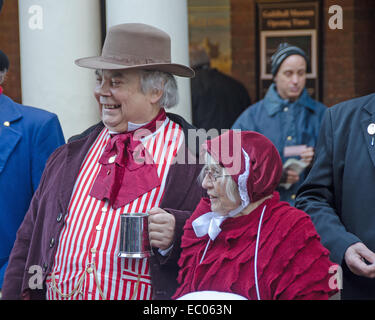 Rochester, Kent, UK. 6. Dezember 2014. Das Rochester Dickens Christmas Festival verfügt über einen Weihnachtsmarkt - Stockfoto