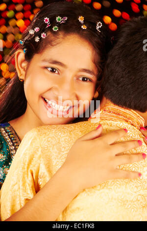 2 indische Kinder Festival Raksha India Loving - Stockfoto