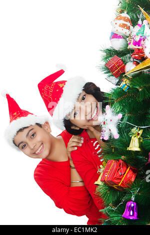 2 indischer Freund Weihnachtsfestival Baum - Stockfoto