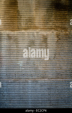 Rostige Tür Textur eines alten Garagentor und Wand - Stockfoto