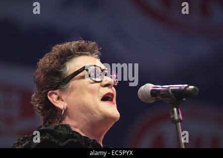Die Les Humphries Singers Stadium der Hits und Oldies auf der Donau Insel Festival 2014. Tina Kemp - Stockfoto