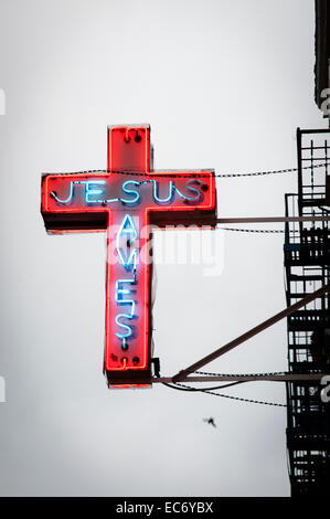 Jesus rettet Zeichen im East Village von New York City. - Stockfoto