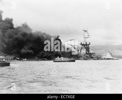 USS Arizona;   Pearl Harbour nach dem japanischen Angriff im zweiten Weltkrieg 1941 - Stockfoto
