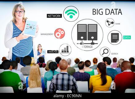 Gruppe von Menschen in Big-Data-Seminar - Stockfoto