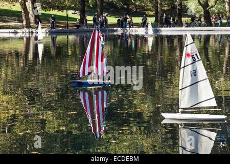 Fernbedienung-Segelboote, Konservatorium Wasser im Central Park in New York City - Stockfoto