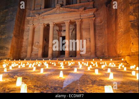 Touristischen Nacht Kerzen-Zeremonie zur antiken Stadt Petra. Petra ist historisch und Archaeolog - Stockfoto
