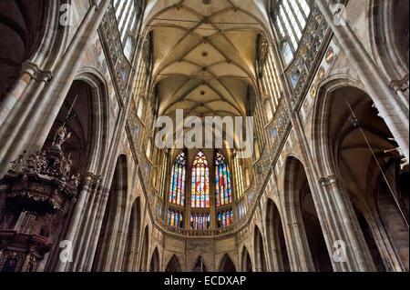 Gotische Innendecke im Kirchenschiff der St.-Veits Dom, Wahrzeichen Prags, Prazsky Hrad Burgviertel - Stockfoto