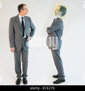 Geschäftsmann vorstellen Selbstbild des Trotzes - Stockfoto