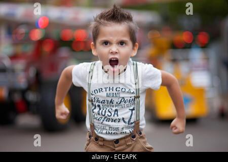 Bulgarien, Little Boy (4-5) brüllen - Stockfoto