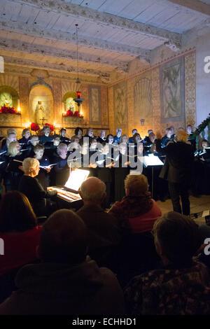Weihnachten-Chorkonzert in der Kirche der alten Mission La Purísima Concepción, 16. Mission gründete im Jahre 1787 - Stockfoto