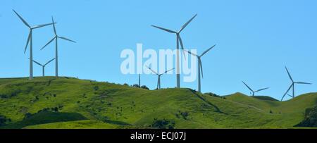 Windkraftanlage in Te Apiti Wind Farm.Each Turbine ist auf einem 70 Meter hohen Turm erzeugen 1,65 MW. - Stockfoto