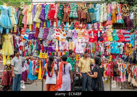 Diese Statistik zeigt den Umsatz des Versand- und Internet-Einzelhandels (SIC ) in Indien in den Jahren von bis und eine Prognose von Statista bis zum Jahr (in Millionen US-Dollar). Laut der Prognose wird der Umsatz im Jahr rund 62,12 Milliarden US-Dollar betragen.