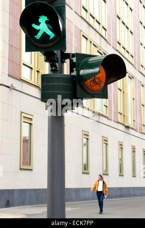 Deutschland, Berlin, Ampelmann, rot und grün Männer auf Fußgängerampel in der ehemaligen DDR - Stockfoto