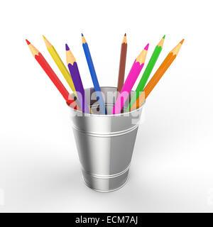 Acht farbige Stifte in einem kleinen Blecheimer auf weißem Hintergrund - Stockfoto