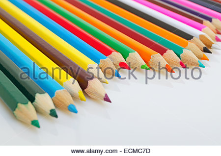 Farbstifte auf einem hellen Hintergrund Closeup. - Stockfoto