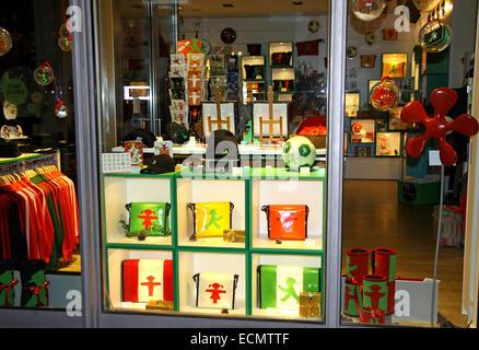 Schaufenster der Ampelmann (symbolische Person auf Ampel angezeigt) Store in Berlin, Deutschland - Stockfoto