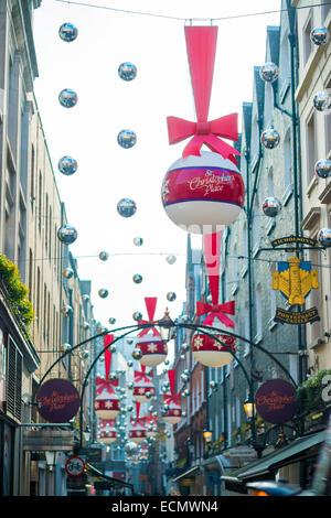 LONDON, UK - NOVEMBER 20: niedrigen Winkel Schuss von Weihnachtsdekoration im St. Christophorus statt. 20. November - Stockfoto