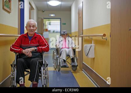 zwei Senioren im Rollstuhl, Mensch 87, Frau 81 Jahre alt, Nursing Home, Porträt, - Stockfoto