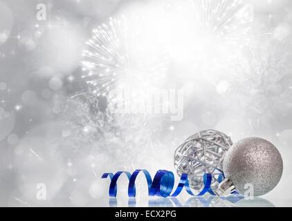 Funkelnde Weihnachten Hintergrund mit Silber Weihnachtskugeln - Stockfoto