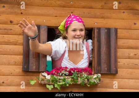 Bayerische Mädchen in Tracht, Oktoberfest Kostüm und schützen die Parade, München, Upper Bavaria, Bavaria, Germany - Stockfoto