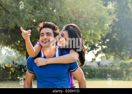 2 indische Paare Park zu genießen - Stockfoto