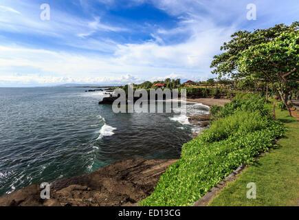 Küste in der Nähe von Tanah Lot bei sonnigen Tag, Bali, Indonesien - Stockfoto