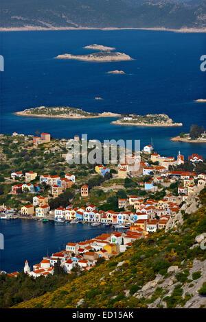 """Panoramablick auf das malerische Dorf von Kastellorizo (oder """"Meghisti"""") Insel, Dodekanes, Griechenland - Stockfoto"""