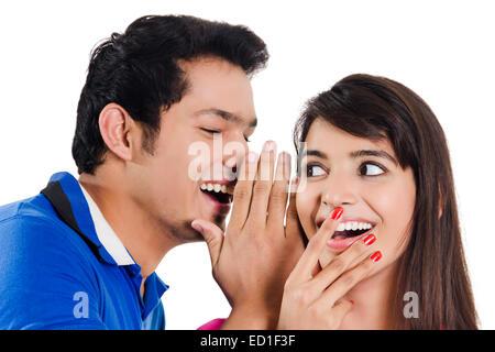 2 indische schöne Paar Flüstern - Stockfoto