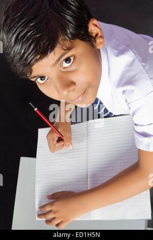 1 indische Kinder Schule Schüler studieren schreiben - Stockfoto
