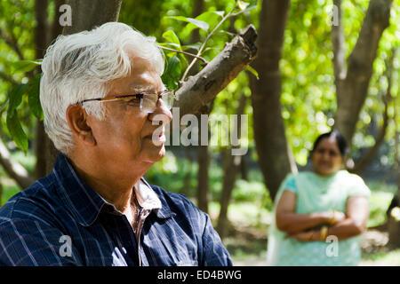 Genießen Sie indische alte Ehepaar park - Stockfoto